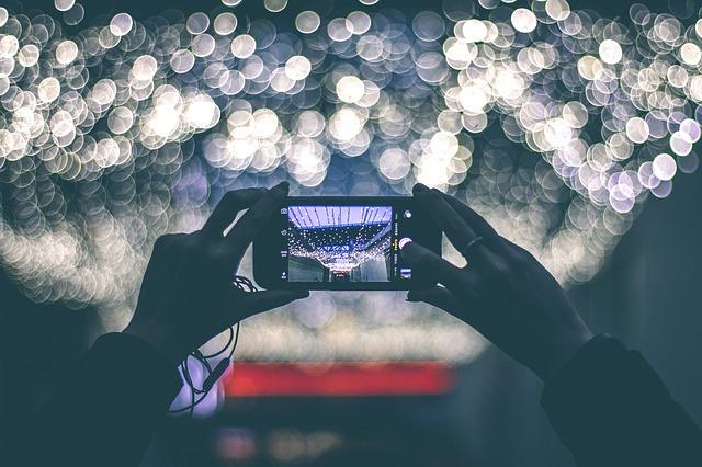 phone taking a photot at night